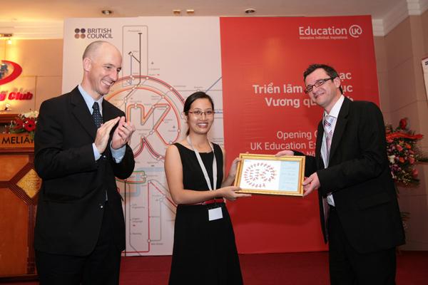 Thành viên mạng lưới Đại diện tư vấn giáo dục Anh Quốc được cấp chứng chỉ đào tạo của Hội đồng Anh
