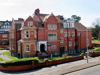 Du học Anh - Trường nội trú Earlscliffe